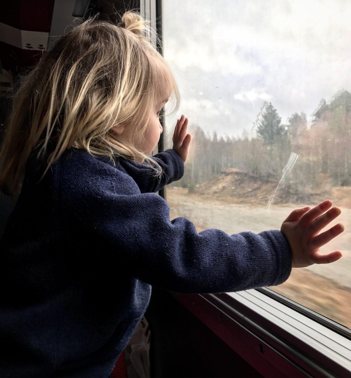 tåg med barn