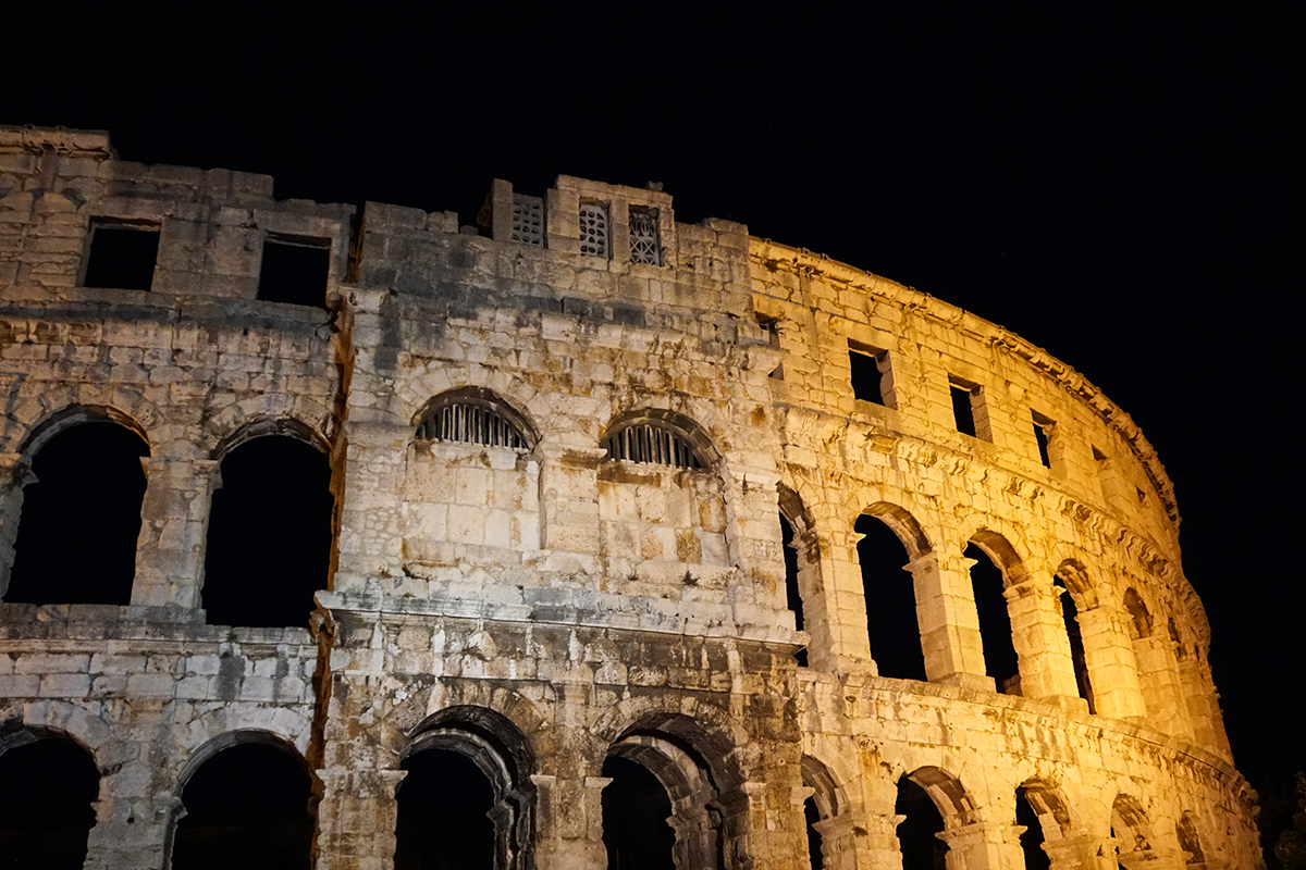 pula by night