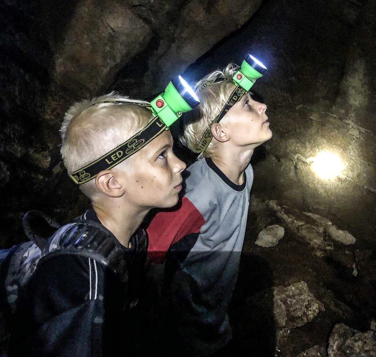 att göra med barn på koh lanta grotta