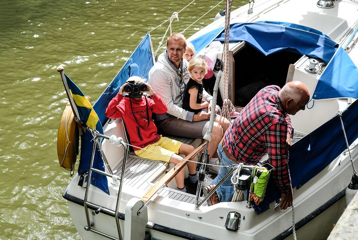 båt på göta kanal med barn