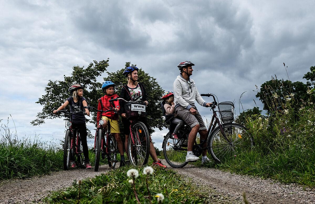 cykla längs göta kanal familj