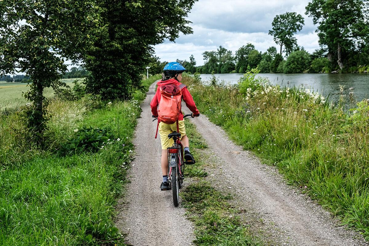 cykla längs göta kanal med barn